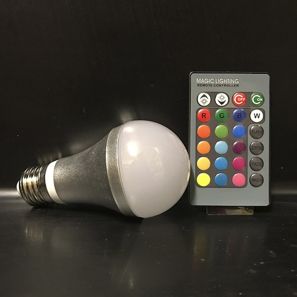 Kända LED Lampa RGB & vit med fjärrkontroll (E27 sockel)   Pondteam FR-29